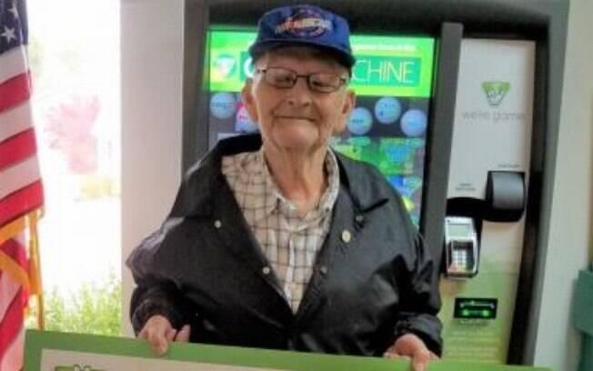 Esta não foi a primeira vez que o americano ganhou um milhão na loteria: ele apenas
