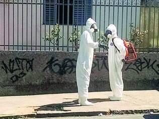 Fumacê. Funcionários da PBH aplicaram produto para combater mosquito em casas do Santa Efigênia