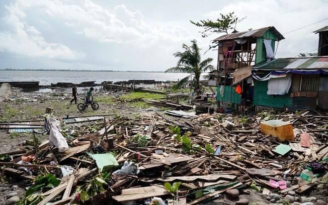 Sobe para 28 o número de mortos durante tufão nas Filipinas