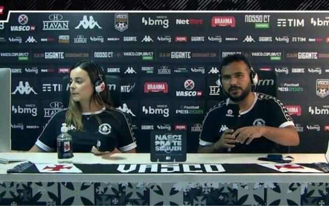Apresentador da Vasco TV cai em piada ao vivo: 'Beijo pra Deide Costa'