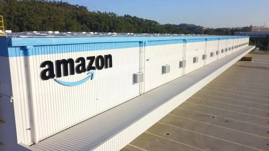 Amazon vai pagar R$ 1.500 extra para funcionário que for pontual