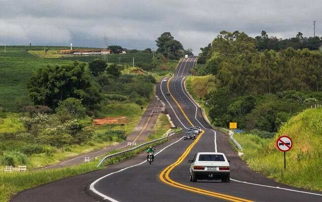 Tribunal de Contas da União deve se reunir com o Supremo Tribunal Federal nesta quinta-feira (25) para discutir obras irregulares; construções de estradas por todo o País apresentam irregularidades