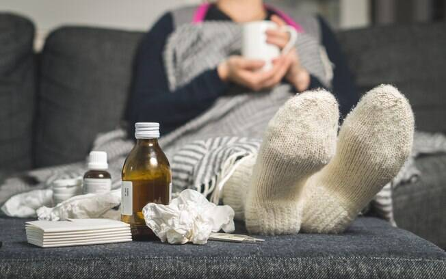 Febre, calafrios, dores musculares, tosse, congestão, coriza, dores de cabeça e fadiga são alguns dos sintomas da gripe
