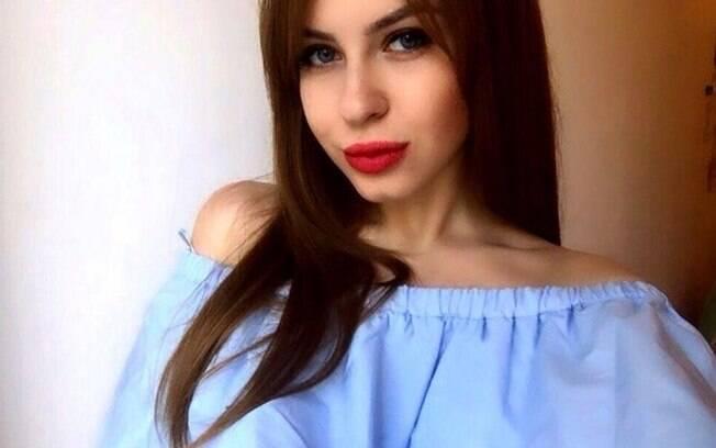 Russa faz leilão da virgindade para bancar estudos