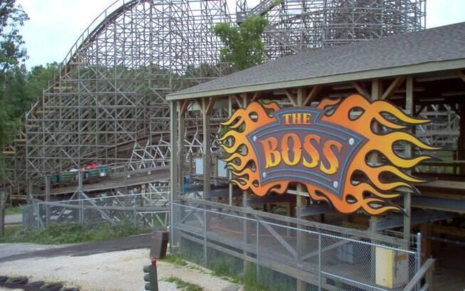 Um pouco mais rápida que a American Eagle, a Boss é a segunda montanha-russa de madeira do Six Flags na lista