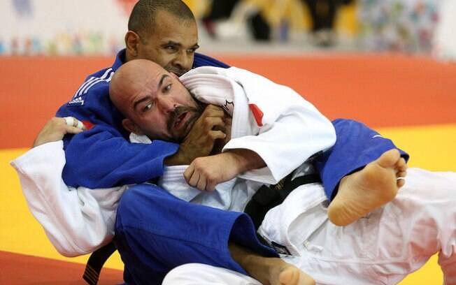 Antônio Tenório derrota o canadense Tony Walby na decisão do bronze