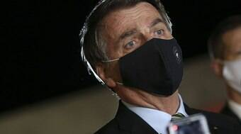 """É terrorista sim!"", exclama Bolsonaro sobre manifestantes"
