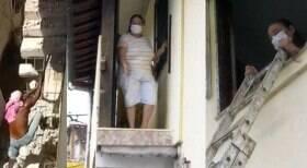 Idosa fica presa em casa após vizinho demolir escada