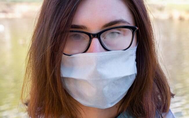O uso de máscara com óculos pode ser um problema; aprenda a usar