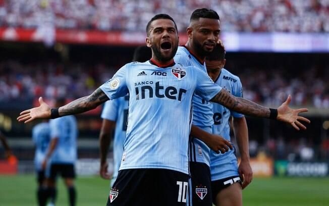 Daniel Alves marcou na sua estreia pelo São Paulo
