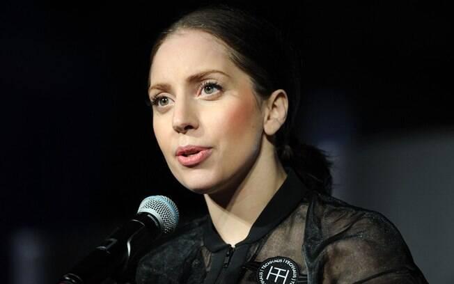 Lady Gaga deu seu apoio a fã brasileiro homossexual que publicou desabafo na internet