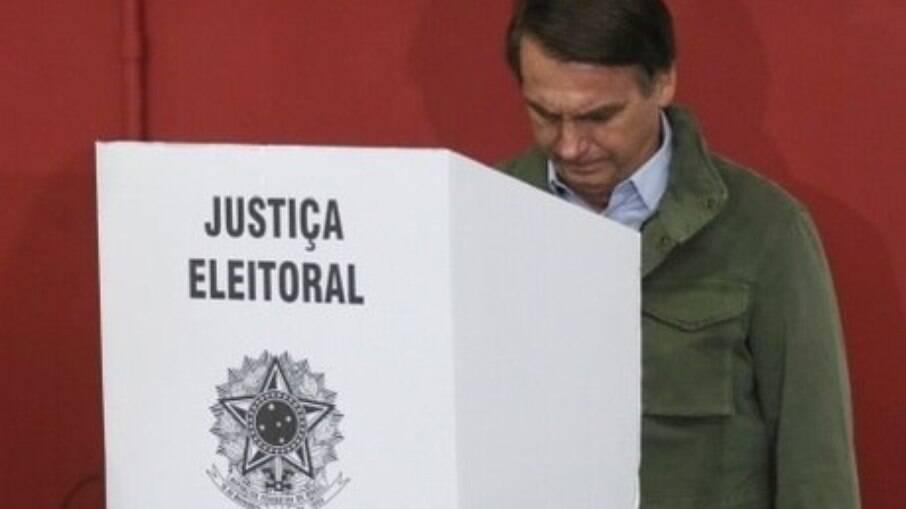 Presidente Jair Bolsonaro defende voto impresso nas eleições de 2022