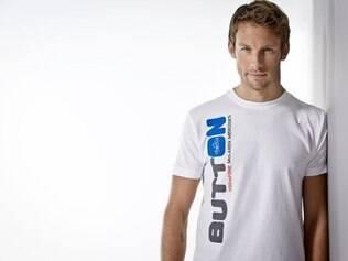 É um modelo de revista? Não. É Jenson Button, da McLaren. Button é um dos veteranos da categoria, mas como diz o ditado