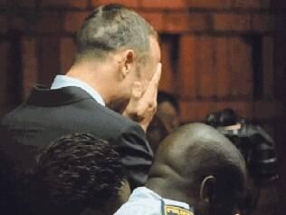 O ídolo sul-africano ficará detido até terça-feira, quando acontecerá uma nova audiência