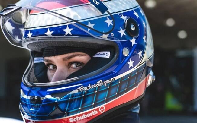 Entre as mulheres da indústria, Danica Patrick começou em 2005 na Fórmula Indy. Atualmente, compete pela Nascar