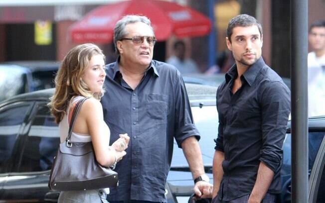 Luíza, Dennis Carvalho e Leonardo Carvalho no Leblon na sexta (26/08)