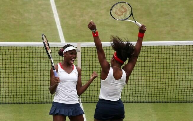 As tenistas norte-americanas Venus e Serena  Williams são tricampeãs olímpicas