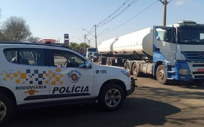 Motorista é feito refém em roubo de carga em Cosmópolis