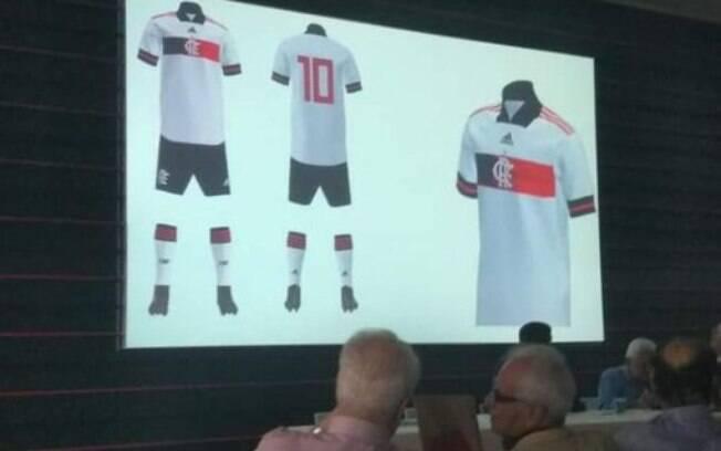 Uniforme do Flamengo foi fotografado em reunião do conselho