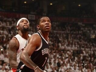 Brooklyn Nets acabou com a linda festa da torcida do Toronto Raptors e venceu por 94 a 87