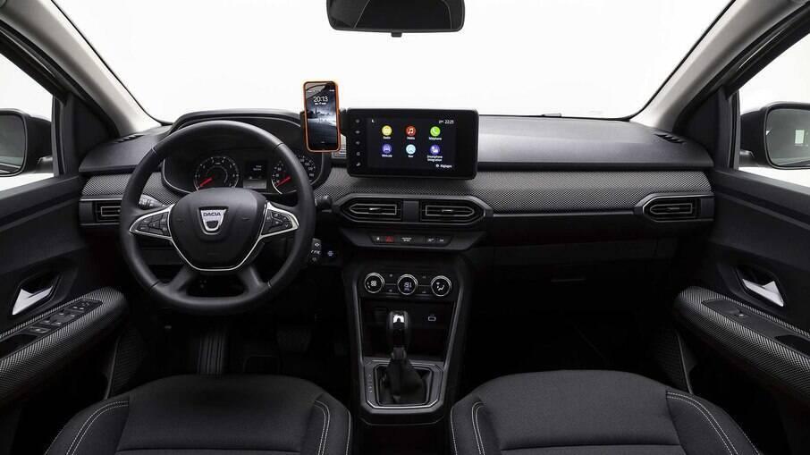 O interior do Renault Logan ganha nova linguagem visual, com sistema Media Nav atualizado