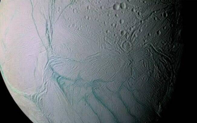 Lua de Saturno, Enceladus pode ser uma grande candidata ao desenvolvimento da vida fora do planeta Terra