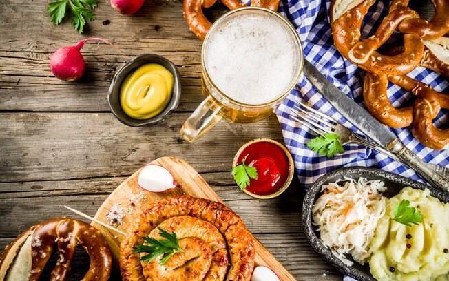 Além das cervejas, a Oktoberfest Blumenau é um festival para quem gosta da culinária tradicional alemã
