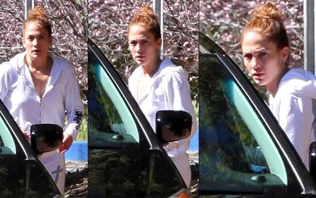 Jennifer Lopez foi flagrada sem maquiagem por um paparazzo em Los Angeles, nessa sexta-feira (24)