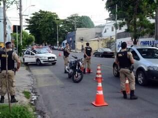Policiais Militares durante uma das ações da operação desta quinta-feira