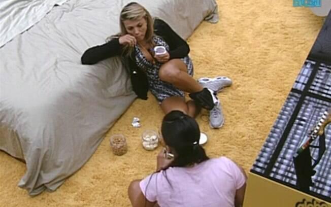 Fabiana e Kelly aproveitam quitutes do Quarto do Líder e falam do jogo