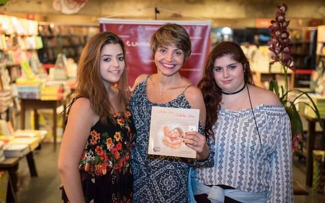Anna fez terapia familiar com as filhas e lançou um livro para ajudar outras mães na mesma situação