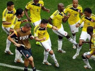 Image Description :	Colombia's James Rodriguez, center, dances with teammates in celebration after scoring during the group C World Cup soccer match between Colombia and Ivory Coast at the Estadio Nacional in Brasilia, Brazil, Thursday, June 19, 2014.  (AP Photo/Themba Hadebe)