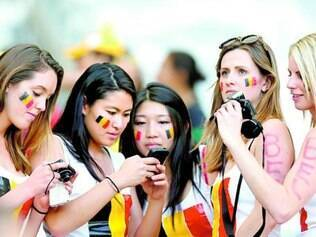 Nos jogos da Copa, público envia milhões de fotos pela web
