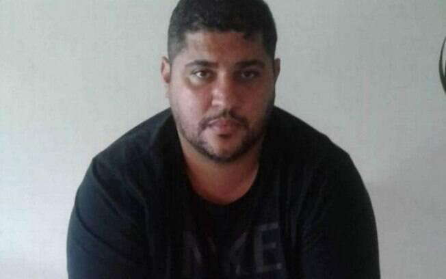André Oliveira Macedo, conhecido como André do Rap, está foragido