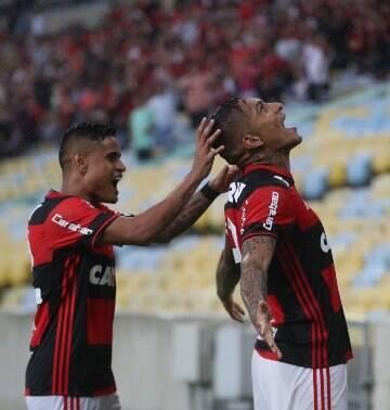 Guerrero faz dois, Flamengo bate o Botafogo por 2 a 1 e encara Flu na final