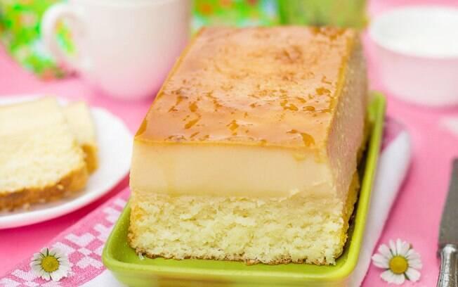 Simples e fáceis de serem preparadas, as receitas de bolo pudim apresentam uma proposta de sobremesa diferente