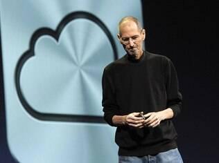 Steve Jobs, em sua última aparição, durante a apresentação do iCloud, serviço com funções similares ao Dropbox