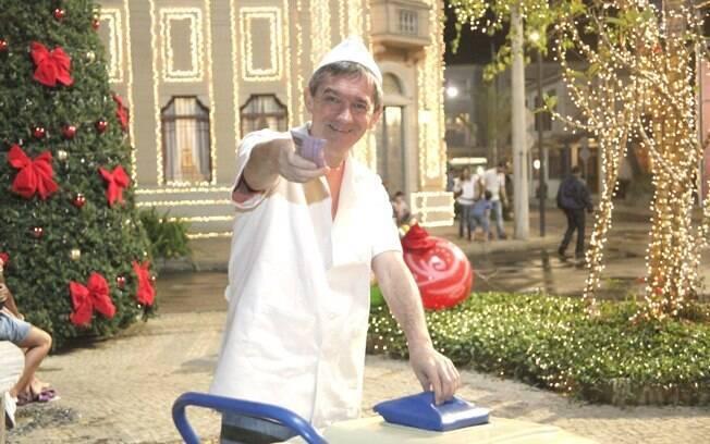 Serginho Groisman encarna um sorveteiro na campanha 2011, uma ideia semelhante à campanha de 1992