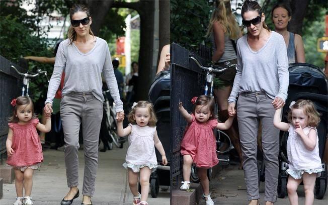 Sarah Jessica Parker com as filhas, Tabitha e Marion, depois de fazer compras na mercearia D'Agostino, em West Village, Nova York
