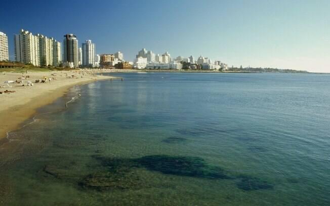 Praia Mansa: boa para banho e caminhada