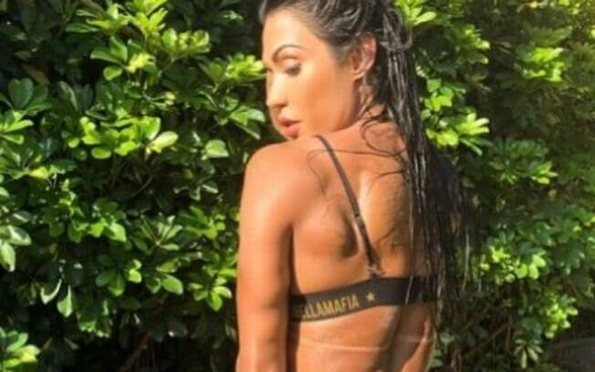 Gracyanne Barbosa esbanja sensualidade e leva internautas ao delírio