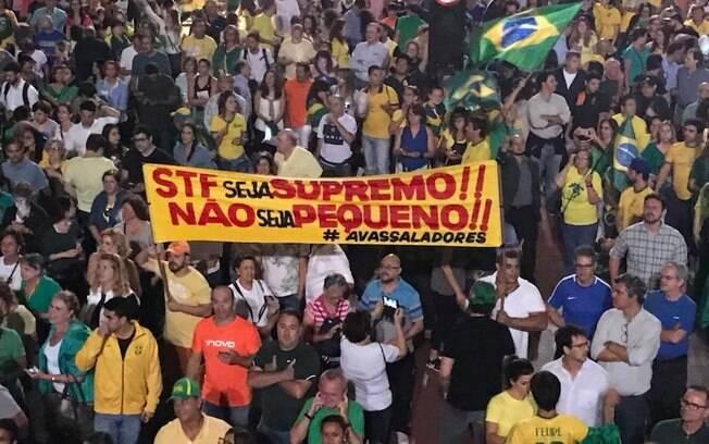 Manifestantes pressionam STF por prisão de Lula