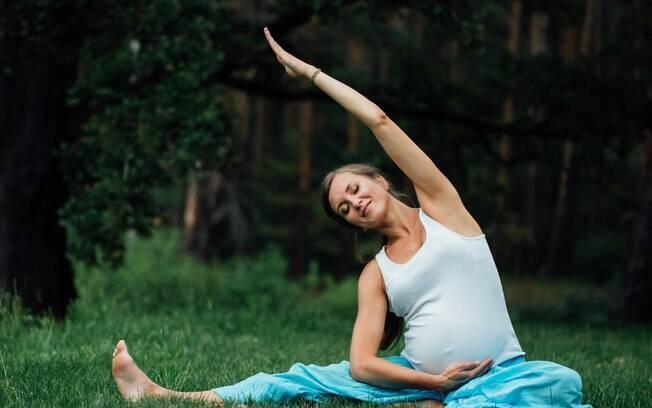 A ioga traz inúmeros benefícios para a gestante
