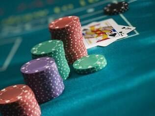 Jogos de carta como pôquer e 21 também têm vez nos cassinos