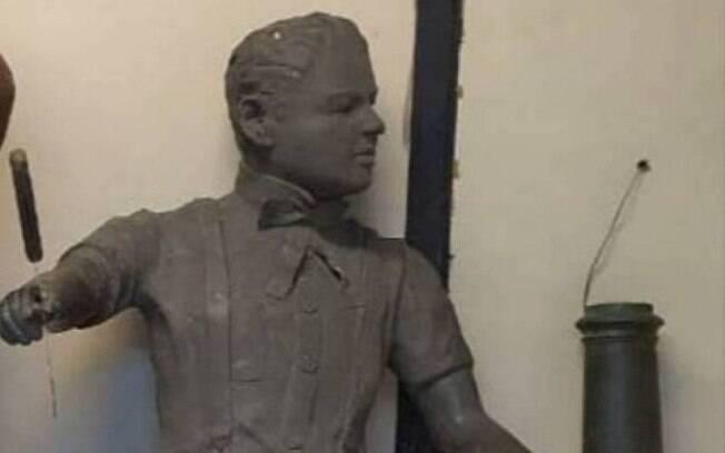 Suspeitos usavam kombi para levar estátuas