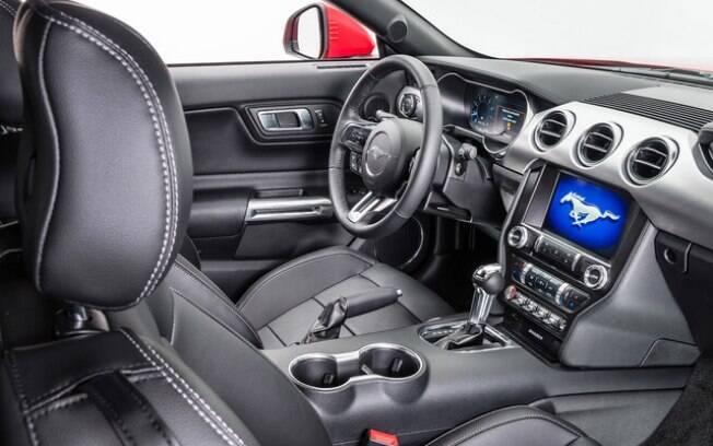 Diferentemente do Chevrolet Camaro, o Mustang 2019 traz como novidade em seu interior o sofisticado sistema de som Bang&Olufsen