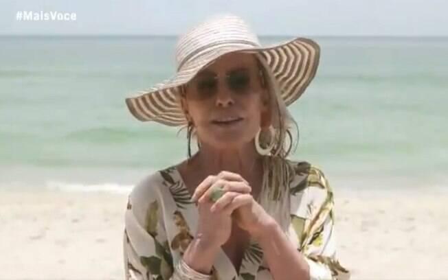 Ana Maria Braga apresenta programa na praia e sem máscara e reclama de aglomeração