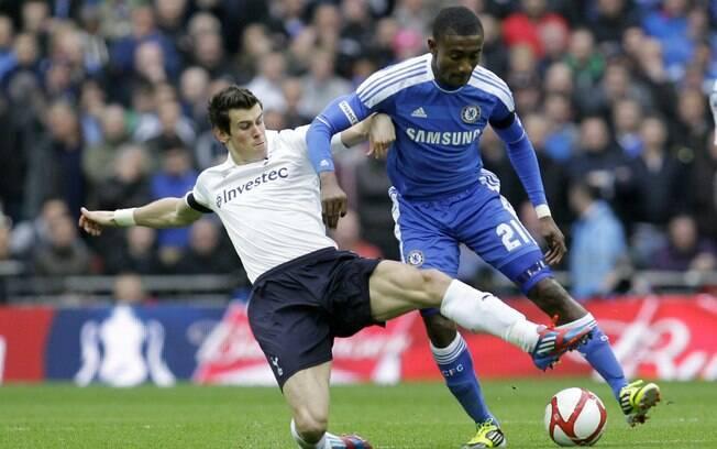 Bale tenta desarmar Kalou