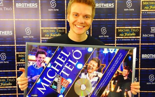 Michel Teló mostrou sua nova conquista: álbum de platina na Bélgica