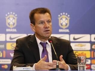 Para Dunga, seleção brasileira precisa de uma base e jogadores brasileiros estão incluídos em seu planejamento